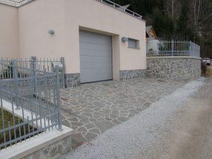 porfido kamen na dvoriscu