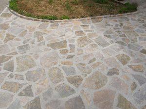dvorisce iz naravnega kamna