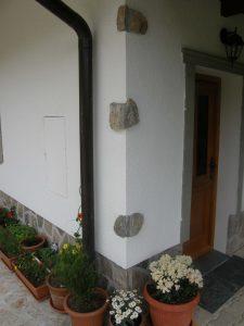 naravni kamen na fasadi