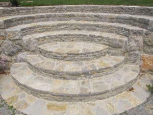stopnice iz naravnega kamna