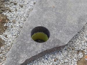 izrez v vrtnih porfido kamnih
